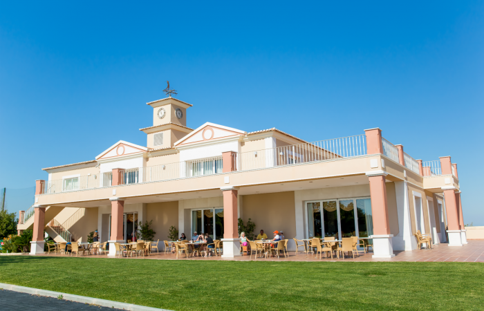 Outside view of the restaurant of Boavista Golf