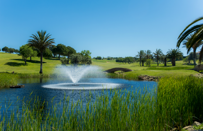 Boavista Golf Course with lake