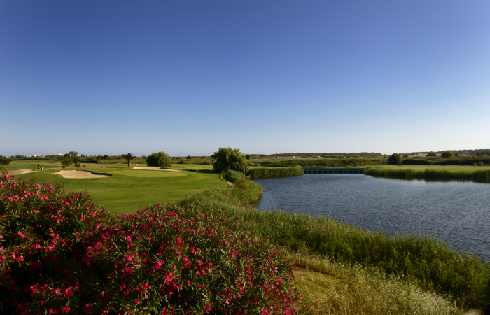 Dom Pedro Laguna Golf Course with lake on the right side