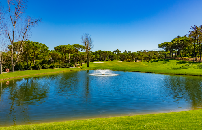 Lake with spring in the Quinta do Lago North course