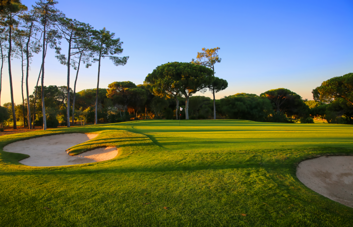 Sand bunkers and green in the Dom Pedro Old Course