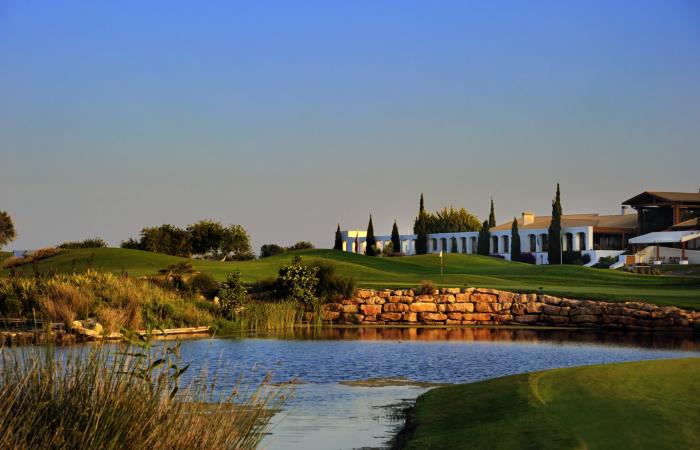 Dom Pedro Victoria Golf Course with lake