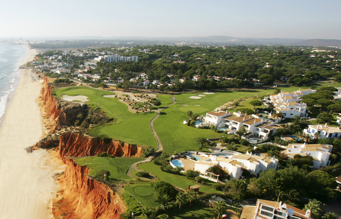The sixteenth hole of Vale do Lobo Royal with beach on the left side