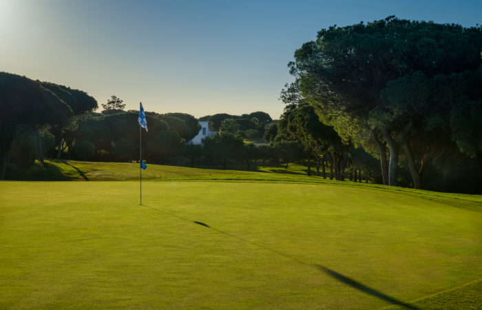 Green with flagstick in the Vila Sol Golf Course